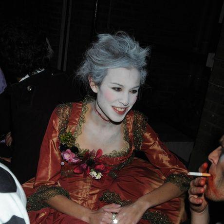 Sao Hollywood bien hoa day kinh di qua trang phuc Halloween - Anh 6