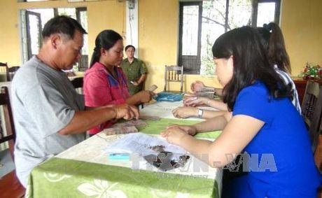 Ha Tinh tra tien boi thuong su co moi truong bien cho dan - Anh 1