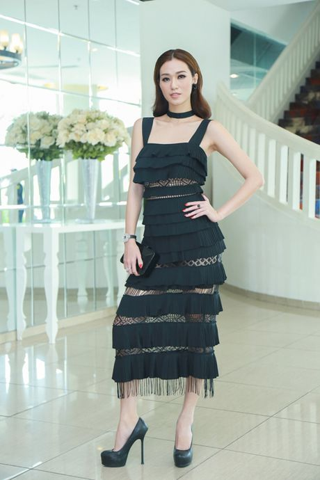 Khanh My dien vay xep lop an tuong di su kien - Anh 1