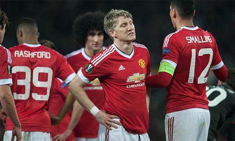 Mourinho mo rong lenh cam van voi Schweinsteiger - Anh 1