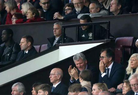 Fan M.U het kien nhan voi Mourinho, yeu cau Ibrahimovic giai nghe - Anh 3