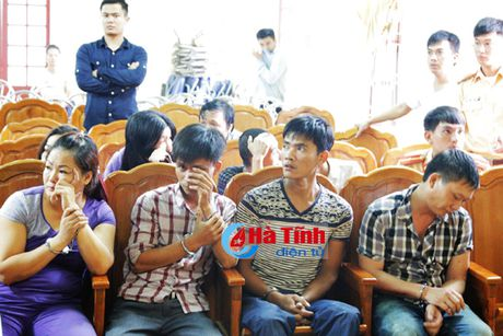 Ha Tinh: Pha vu danh bac cuc lon, bat 34 doi tuong, thu nhieu 'hang nong' - Anh 3