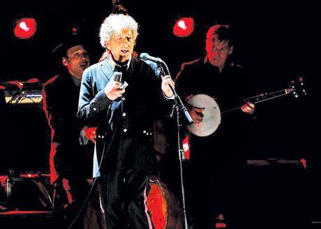 Bob Dylan lan dau len tieng ve giai Nobel Van hoc - Anh 1