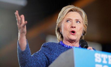 Hillary Clinton chi trich giam doc FBI ve vu dieu tra email moi - Anh 1