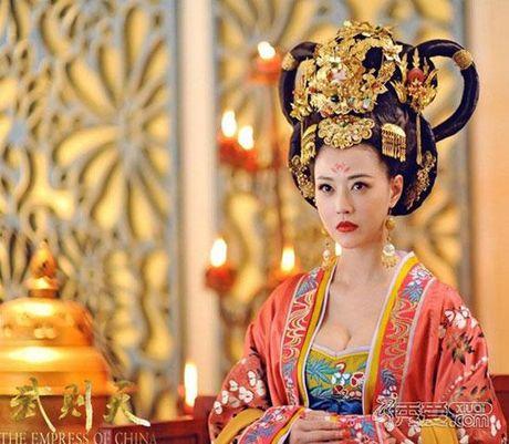 'Thuc phi' 50 tuoi Chau Hai My tu tin khoe than tren san catwalk - Anh 14