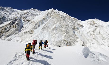 Chuyen dau long ve su song chet tren dinh Everest - Anh 1