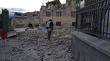 Dong dat 6,6 do Richter gay rung dong khu vuc mien Trung, Italy - Anh 1