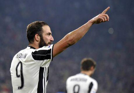 Higuain no sung vao luoi Napoli, Juventus giu ngoi dau Serie A - Anh 1