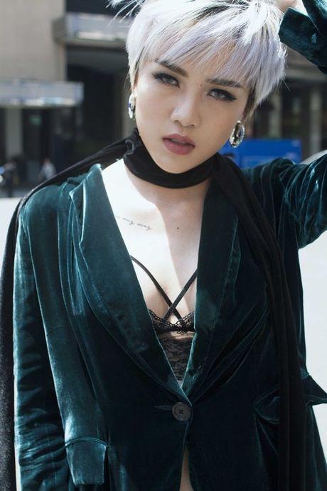 Thieu Bao Tram chat lu ca tinh trong trang phuc cua Dang Hai Yen - Anh 10
