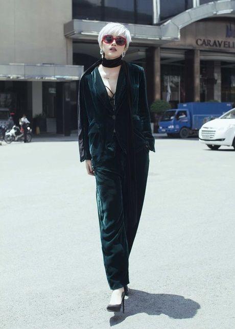 Thieu Bao Tram chat lu ca tinh trong trang phuc cua Dang Hai Yen - Anh 9