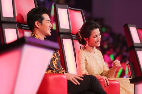 Dong Nhi giai thich ly do den tre khi game show da len song - Anh 3