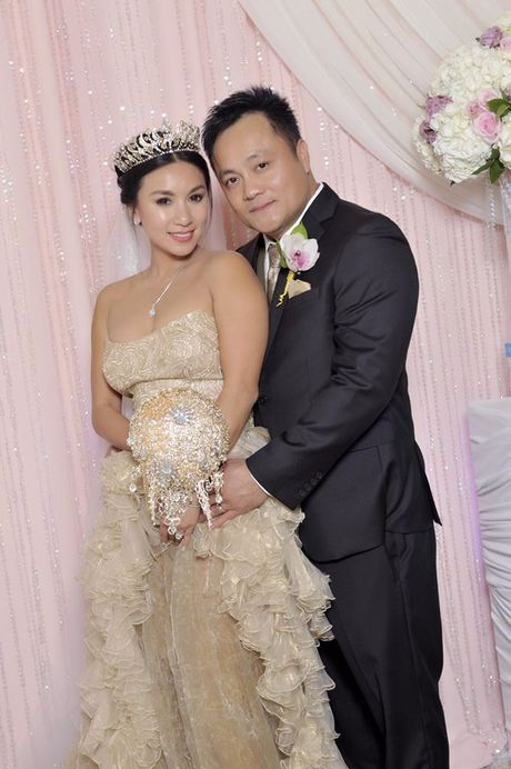 Y Phung hanh phuc ben chong trong dam cuoi lan 2 - Anh 5
