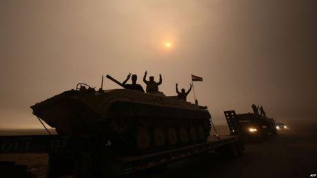 Iraq giai phong phia nam Mosul, Tho dieu quan sat bien gioi - Anh 1