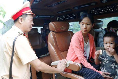 Khong GPLX, tai xe xe 'tra hinh' HAV van ngang nhien cho khach - Anh 2
