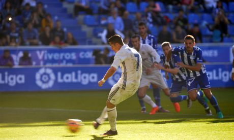 Ronaldo ghi bao nhieu ban tu cham phat den tai La Liga? - Anh 1