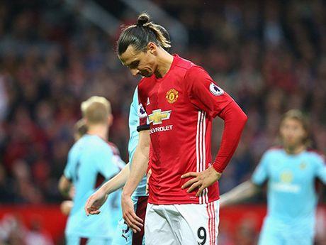 Chon Mourinho, Man United gio da tham thia cai gia phai tra - Anh 4