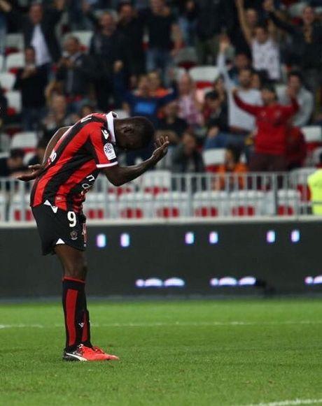 Balotelli dut diem ma ngoai tinh te, Nice tiep tuc bay cao o Ligue 1 - Anh 1