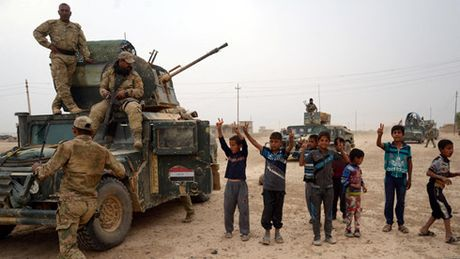 Iraq tiep tuc giai phong thi tran quan trong tai phia nam Mosul - Anh 1