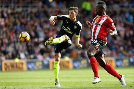 Toan canh chien thang huy diet cua Arsenal truoc Sunderland - Anh 1
