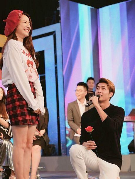 Fan 'phat cuong' khi Kang Tae Oh quy goi cau hon Nha Phuong - Anh 1