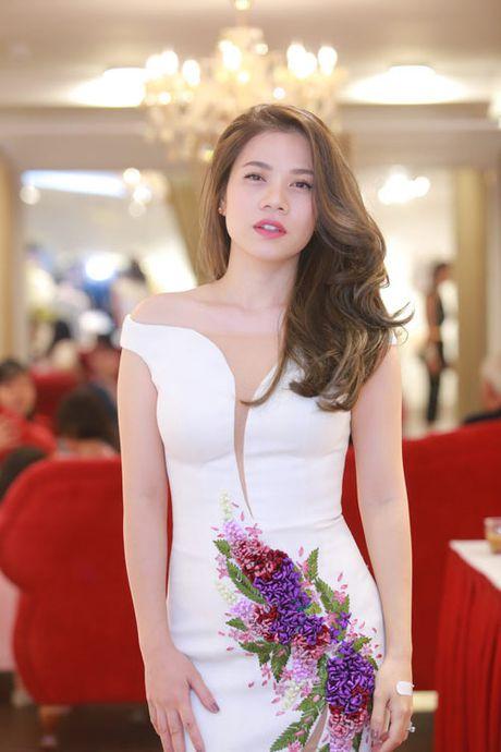 Vu Thu Phuong khoe them nguc day qua sexy voi vay tre - Anh 10