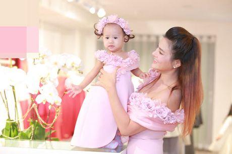 Vu Thu Phuong khoe them nguc day qua sexy voi vay tre - Anh 3