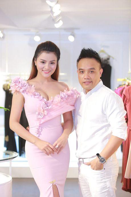 Vu Thu Phuong khoe them nguc day qua sexy voi vay tre - Anh 7