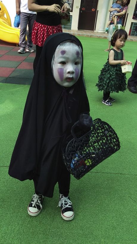 Be gai hoa trang quy Vo dien hot nhat mang Viet dip Halloween - Anh 2