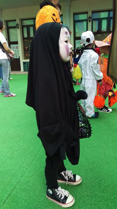 Be gai hoa trang quy Vo dien hot nhat mang Viet dip Halloween - Anh 3