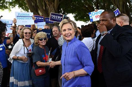 Chum anh ung vien Hillary Clinton truoc 'con bao email' - Anh 2