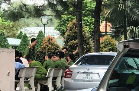 Tin moi vu nguoi nuoc ngoai khong che 2 con nho o SG - Anh 2