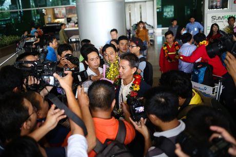 U19 Viet Nam duoc NHM don tiep nhu nguoi hung - Anh 1