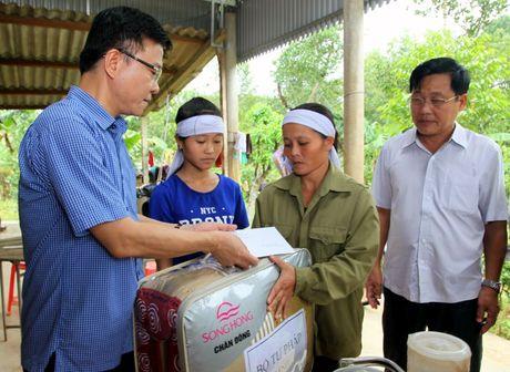 Bo truong Bo Tu phap ho tro nhan dan vung lu hai tinh Quang Binh va Ha Tinh - Anh 8