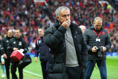 CDV M.U doi sa thai Mourinho chi sau 10 tran o Premier League - Anh 2