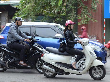 Nguoi dan Ha Noi co ro trong cai ret dau mua - Anh 2