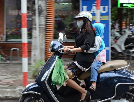 Nguoi dan Ha Noi co ro trong cai ret dau mua - Anh 5