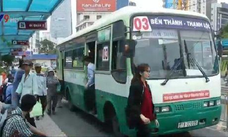 Khach di xe bus tai TP.HCM giam do Uber, Grab taxi - Anh 1