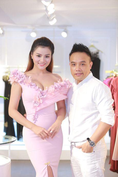 Vo chong Vu Thu Phuong lan dau lo dien cung hai con gai - Anh 10