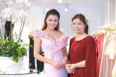 Vo chong Vu Thu Phuong lan dau lo dien cung hai con gai - Anh 6