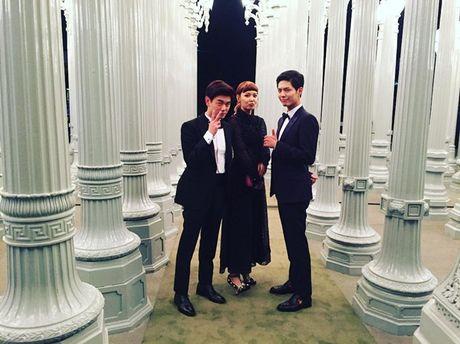 Sao Han 31/10: Lee Jong Suk rau lom chom, Soo Young xoe vay dong gia vit - Anh 2
