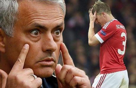 Mourinho muon loai Schweinsteiger khoi MU - Anh 1