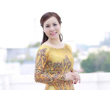 Nu hoang Kim Chi dep mong manh voi ao dai cach tan - Anh 1