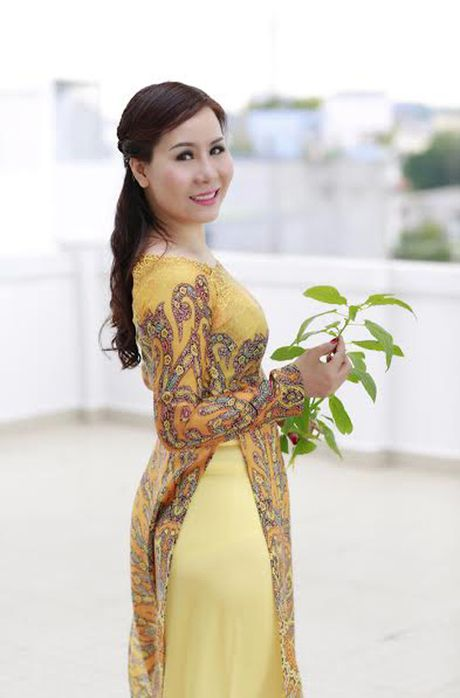 Nu hoang Kim Chi dep mong manh voi ao dai cach tan - Anh 2