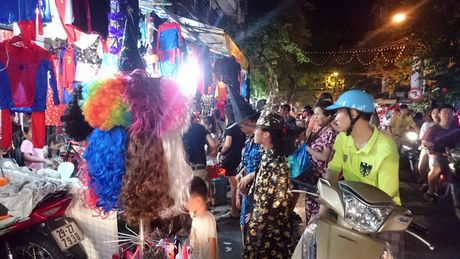 Halloween ngay cang duoc Viet hoa tren duong Ha Noi - Anh 4