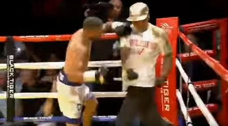 Boxing: Knock-out tro, cau tiet tan luon thay - Anh 1