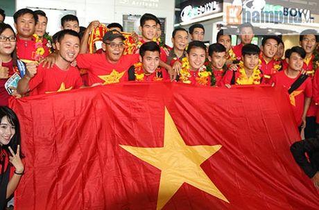 Fan nu xinh theo chan U19 Viet Nam ve khach san - Anh 3