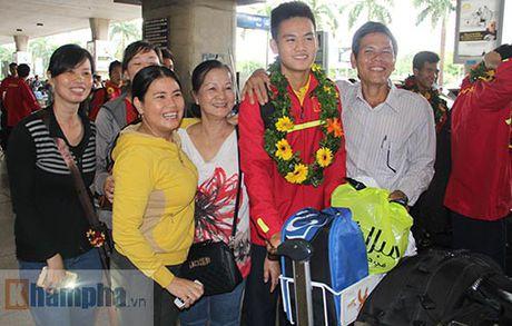 Fan nu xinh theo chan U19 Viet Nam ve khach san - Anh 6