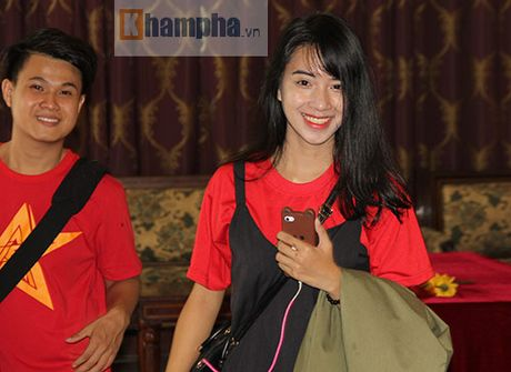 Fan nu xinh theo chan U19 Viet Nam ve khach san - Anh 8