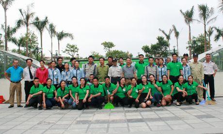 Cu dan hao hung tham gia 'Ngay Chu nhat xanh' o Ecohome 2 - Anh 1