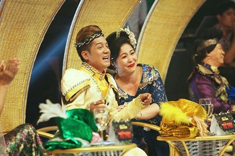 "Mac tinh ban 33 nam, Minh Nhi van ""chat chem"" Hong Van - Anh 3"